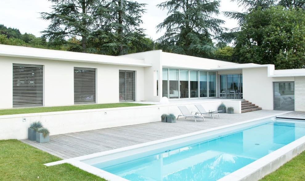 store extérieurs maison piscine